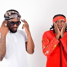 Download R2Bees picture ft King Promise. www.eremmel.com